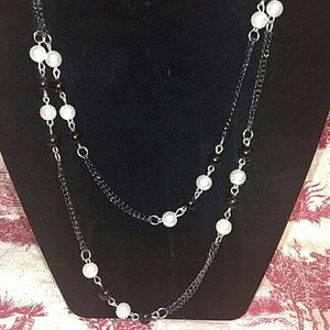 Double chain black and pearl necklace